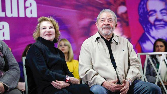 A ex-primeira dama, Marisa Letícia e o ex-presidente Lula.