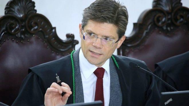 Conselheiro Ivens Linhares, do Tribunal de Contas do Estado do Paraná (TCE-PR)