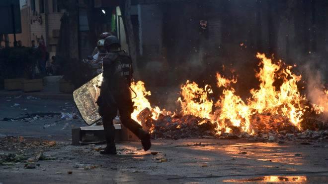 Manifestantes bloqueiam ruas em protestos no Chile