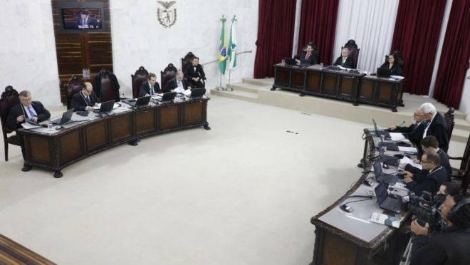 Sessão do Pleno do Tribunal de Contas do Estado do Paraná (TCE-PR) em 6 de novembro de 2019