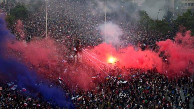 Manifestação contra o governo do presidente Sebastián Piñera em Santiago, Chile, 8 de novembro de 2019