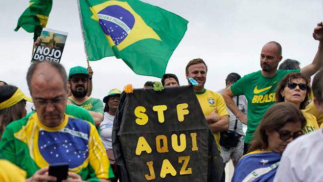 Manifestantes protestam contra o STF no Rio de Janeiro