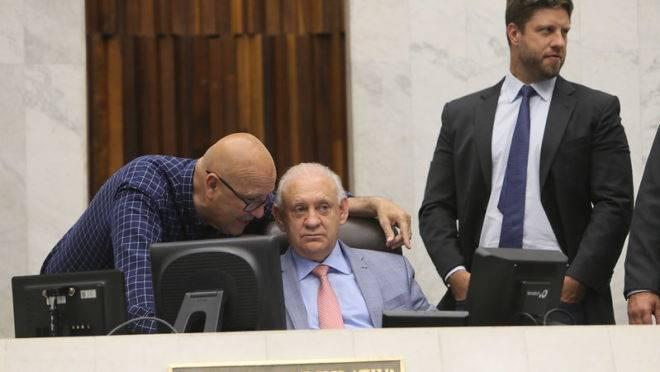 Da esquerda para a direita, os deputados estaduais Luiz Claudio Romanelli (PSB), Ademar Traiano (PSDB) e Requião Filho (MDB)
