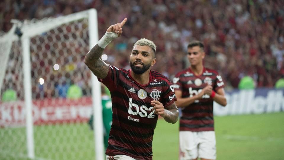 Enquanto o Flamengo brilha, Muralha, em silêncio, dá volta por cima no Coritiba