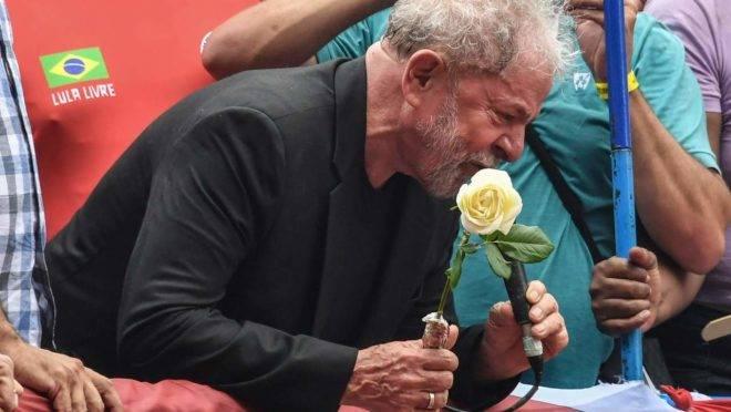Ex-presidente Lula discursa para militância no Sindicato dos Metalúrgicos: redução da pobreza foi um evento global e coincidiu com o governo dele na década de 2000.