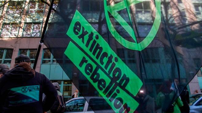 Uma candidata do Partido Verde do Reino Unido foi inocentada de uma acusação criminal só porque ela se preocupa com as mudanças climáticas.