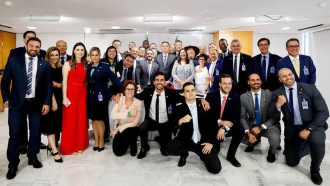 Bolsonaro e deputados na reunião que selou saída do grupo do PSL e anunciou o Aliança pelo Brasil.