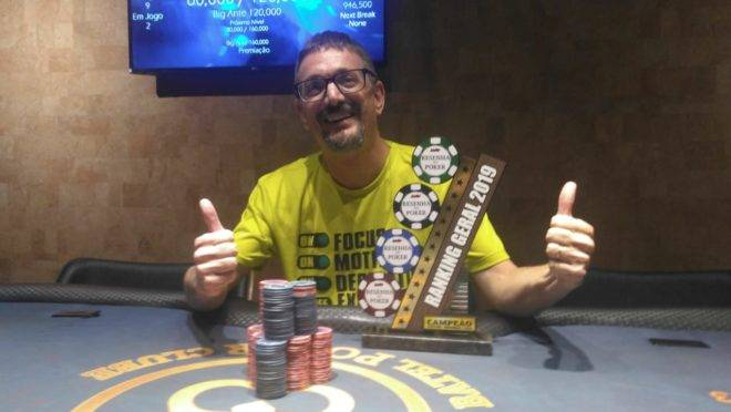 Luís Fernando Arioli foi o campeão geral do Circuito Resenha do Poker 2019. Foto: Robson Martins/Gazeta do Povo