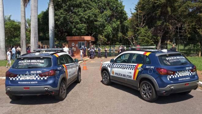 Polícia militar patrulha os arredores da embaixada da Venezuela em Brasília