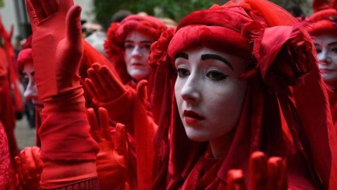 """Ativistas do grupo ambientalista Extinction Rebellion: a face mais evidente da """"religião secular do mundo moderno""""."""