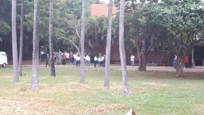 Visão externa da embaixada da Venezuela, em Brasília.