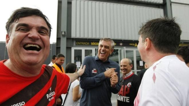 """Opositor de Petraglia na última eleição, em 2015, Henrique Gaede agora busca aproximação com Mario Celso Petraglia por """"Conselho Misto"""""""
