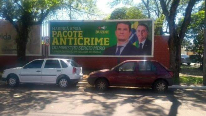 """Outdoor em Maringá (PR), cidade natal de Moro, em defesa do 'Pacote Anticrime"""", que está tramitando no Congresso."""