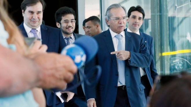 O presidente da Câmara, Rodrigo Maia, acompanhado do Ministro da Economia, Paulo Guedes