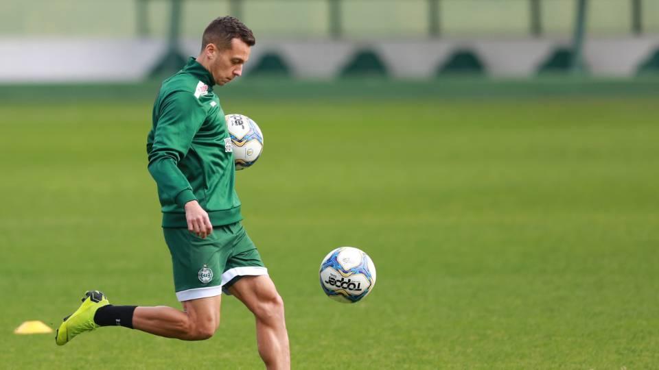 Juan Alano não treina e segue dúvida no Coxa: veja provável time contra o Bragantino