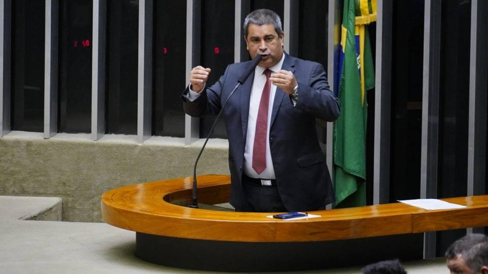 """Deputado que quebrou placa de genocídio negro não se arrepende: """"Precisa incentivar o debate"""""""