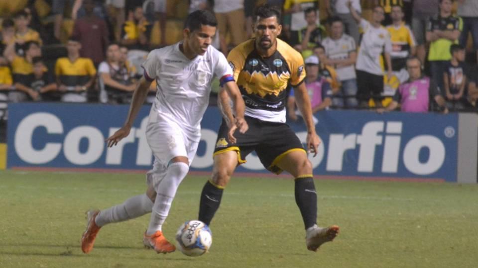 Lateral e goleiro são os melhores em empate do Paraná; veja as notas