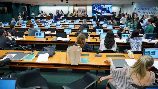 Comissão de Constituição e Justiça deve votar a PEC da 2ª instância na manhã desta quarta-feira (20).