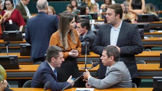 Quinze partidos apoiaram a PEC da segunda instância na CCJ da Câmara.