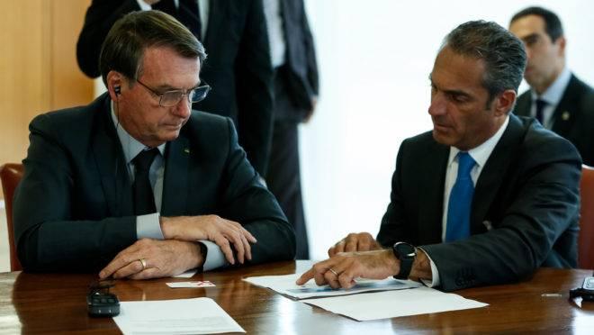 5G no Brasil: Bolsonaro recebe plano de investimento da América Movil