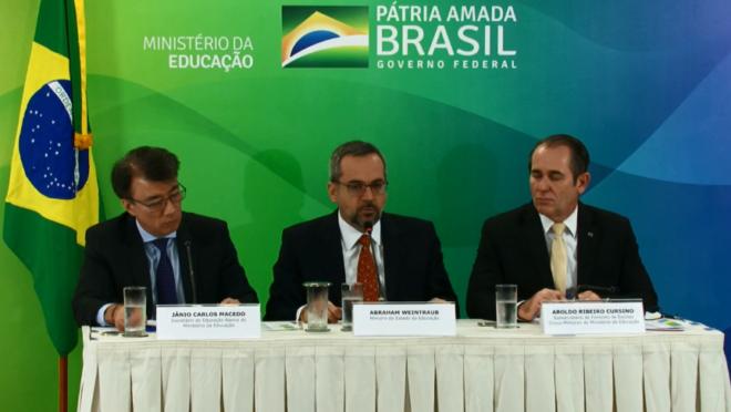 Ministro Abraham Weintraub durante coletiva em que anunciou as novas escolas cívico-militares