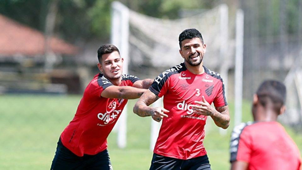 Bruno Guimarães treina e Athletico deve ter quatro mudanças contra o Galo; veja provável time