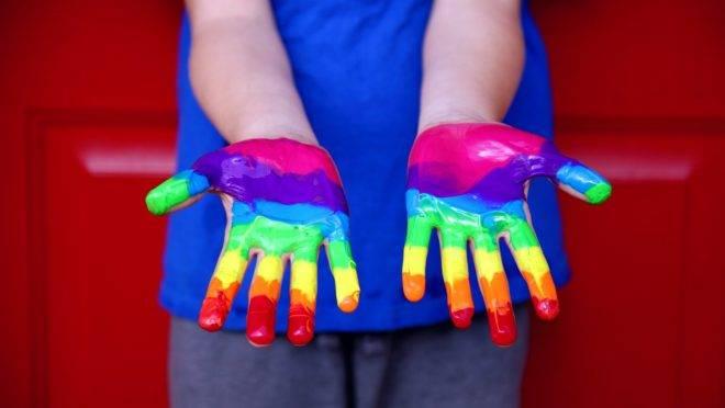 Colégio adventista sofre pressão por tratar de homossexualidade em prova do 9.º ano.