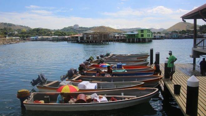 Barcos em Papua Nova Guiné