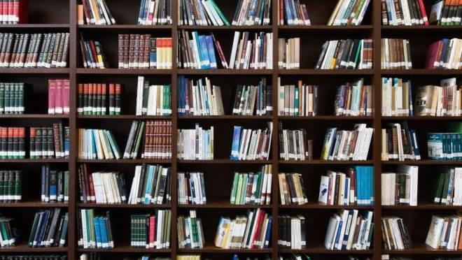 """""""É Natal. Se o leitor ainda não comprou todos os presentes, existem três livros já publicados no Brasil que merecem atenção particular."""""""