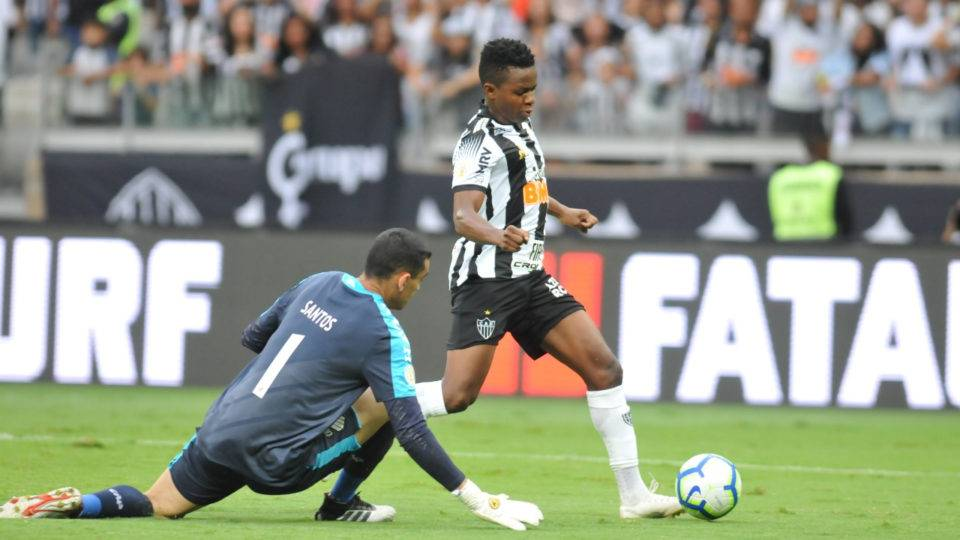 Santos é o destaque do Athletico na vitória sobre o Atlético-MG. Veja notas!