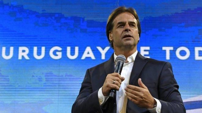 O candidato à presidência do Uruguai pelo Partido Nacional, Luis Lacalle Pou, após segundo turno das eleições em Montevidéu, 24 de novembro de 2019