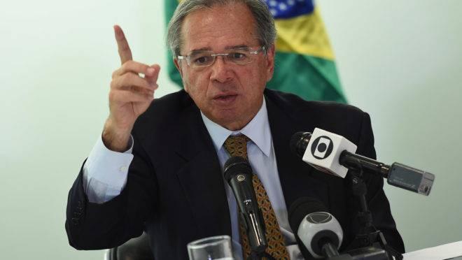 """Paulo Guedes: """"Sejam responsáveis""""."""