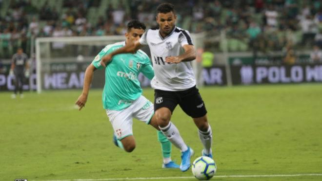 Lateral Cristovam tem contrato com o Paraná, mas não deve retornar ao clube