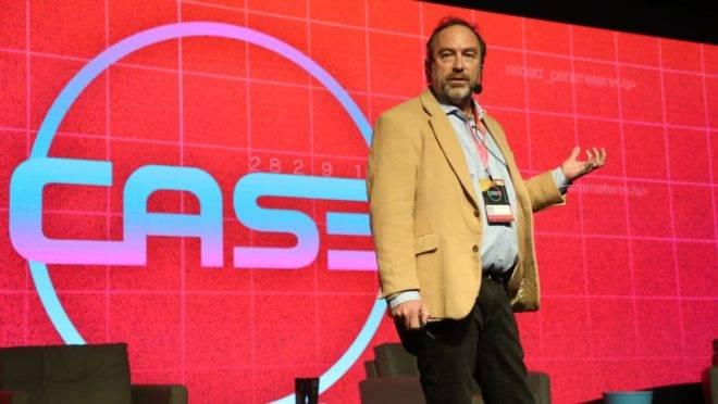 Jimmy Wales, fundador da Wikipedia, em palestra no Case 2019 (Conferência Anual de Startups e Empreendedorismo).