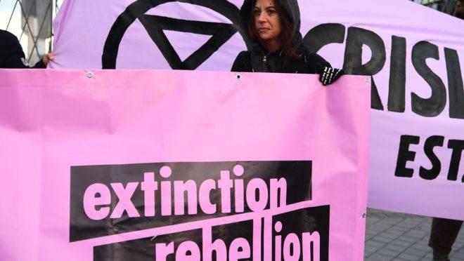 Ativista do Extinction Rebellion durante manifestação em Madri, Espanha, em 2 de dezembro de 2019.