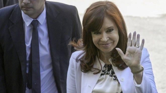 A ex-presidente e vice-presidente eleita da Argentina Cristina Kirchner chega a tribunal para audiência para investigação de corrupção, Bueno Aires, 2 de dezembro de 2019