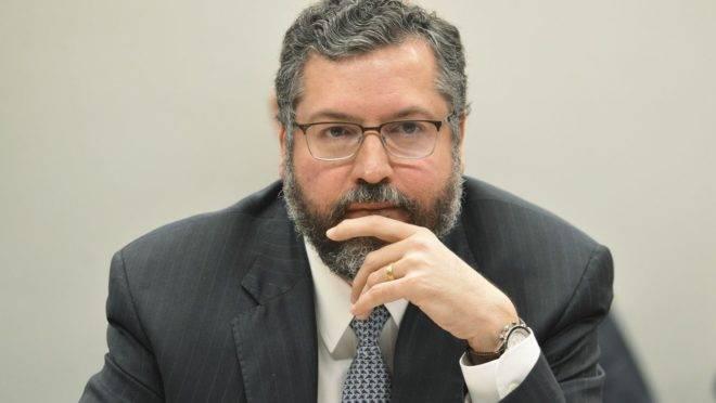 """Chanceler Ernesto Araújo disse que Brasil está tratando declaração de Trump sobre a taxação do aço brasileiro com """"muita tranquilidade""""."""