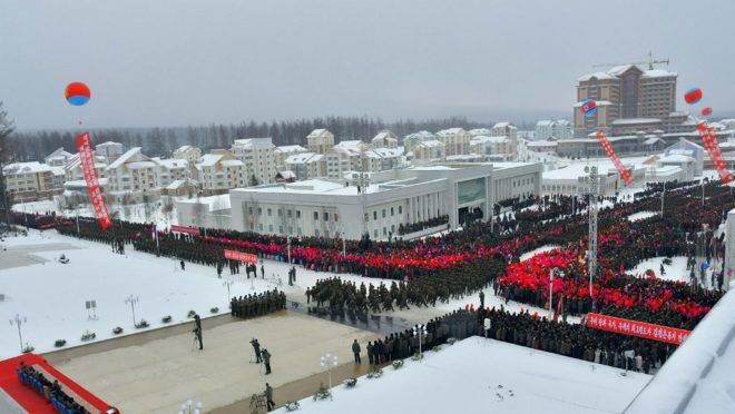 Cerimônia de inauguração de Samjiyon, Coreia do Norte, 3 de dezembro