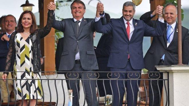 A ministra de Relações Exteriores da Bolívia, Karen Longaric; o presidente do Brasil, Jair Bolsonaro; o presidente do Paraguai, Mario Abdo Benítez; e o ministro de Relações Exteriores do Chile, Teodoro Ribera, na cúpula do Mercosul em Bento Gonçalves, Rio Grande do Sul, 5 de dezembro de 2019