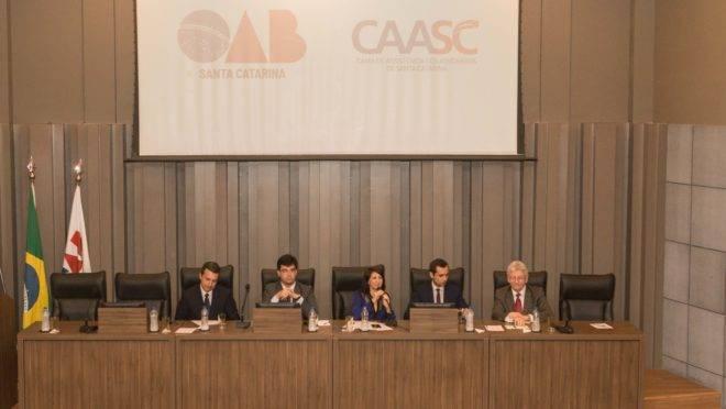 OAB-SC negou inscrição de delegado aposentado sem prestar exame. TRF-4 concedeu direito.