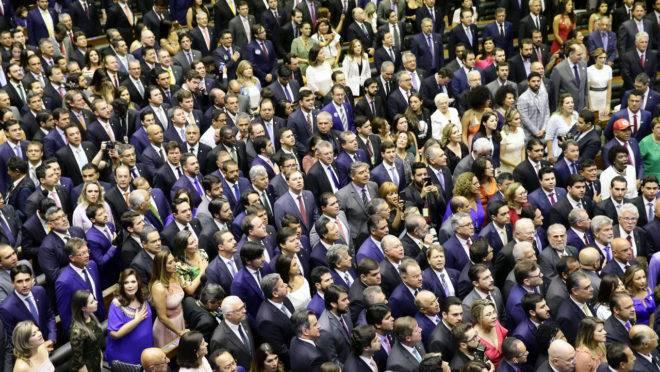 Salário médio na Câmara dos Deputados é de R$ 24 mil, mais que o dobro do salário dos sonhos do brasileiro.