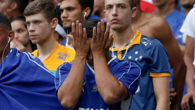 Cruzeiro perdeu para o Palmeiras e caiu para a Série B pela primeira vez na história do clube