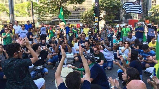 Em São Paulo, manifestantes se reuniram na Avenida Paulista, por volta das 15 horas