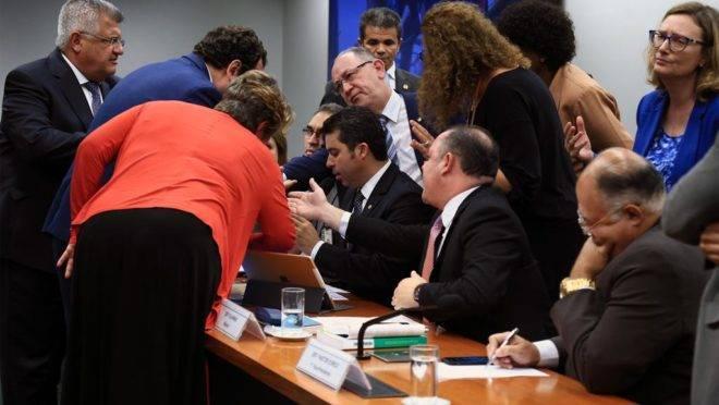 Deputados contrários ao projeto Escola sem Partido chegaram a obstruir fisicamente a continuação dos trabalhos em comissão especial criada para analisar o tema   Alex Ferreira/Câmara dos Deputados