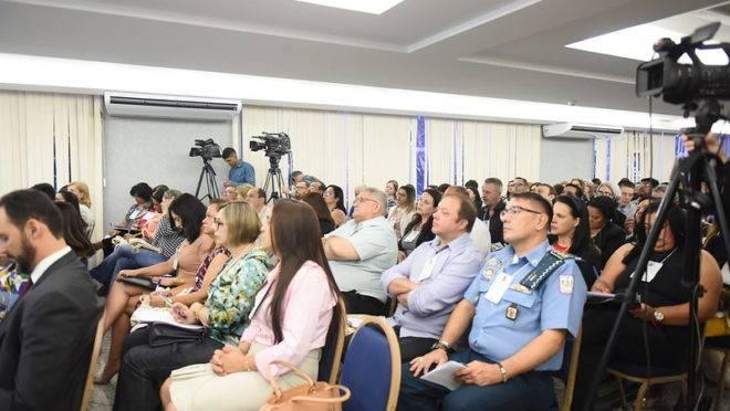 Diretores e secretários de escolas participam da formação do MEC sobre as unidades cívico-militares