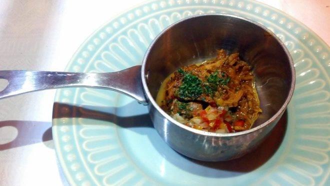 Copa lombo e pernil desfiados, vinagrete com toranja – um dos itens que podem vir no Menu Confiança do restaurante Pescara.