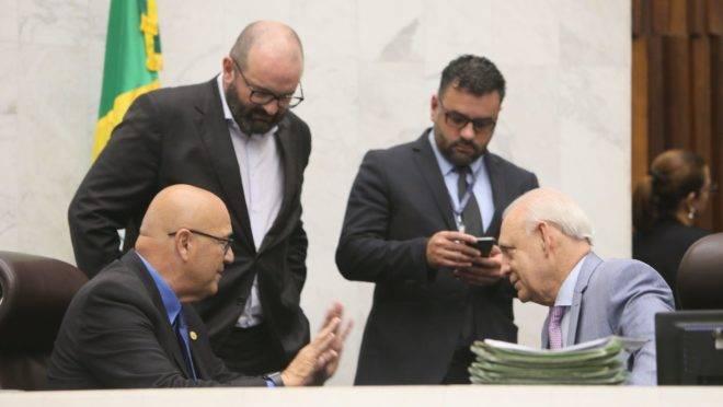 Deputados Luiz Claudio Romanelli e Ademar Traiano, membros da Mesa Executiva da Alep