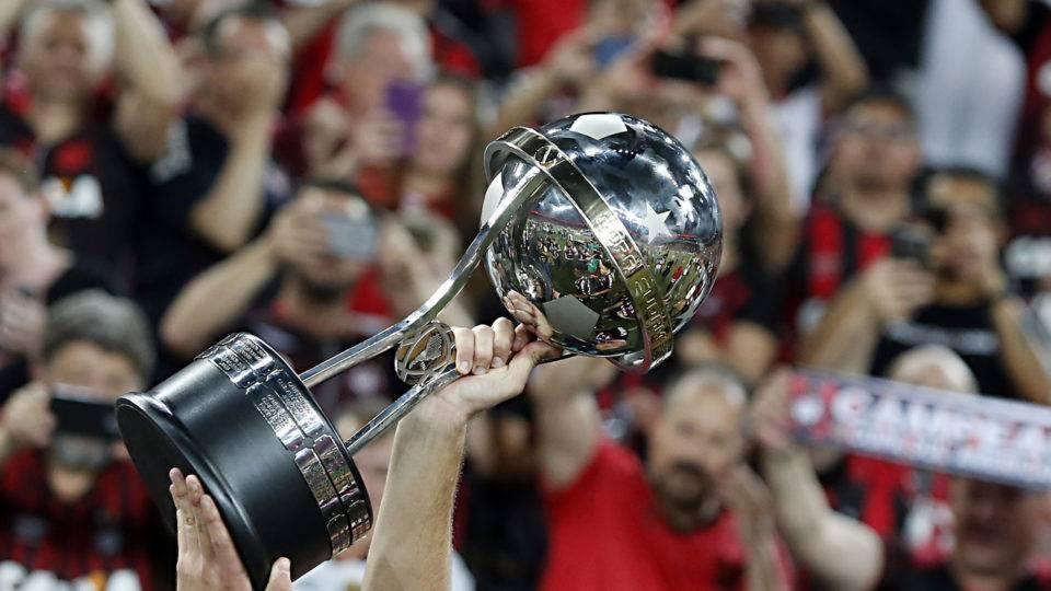 Há um ano, Athletico levantava a taça da Sul-Americana; relembre e vibre outra vez