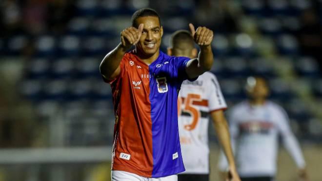 Paraná apostou em marca própria de uniformes em 2019