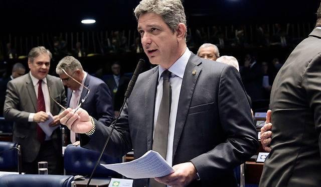 senador-contrata-filha-de-lula
